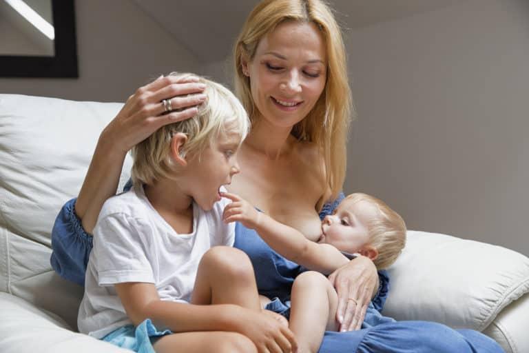 Rozszerzanie diety dziecka a karmienie piersią – 3 rzeczy, które warto wiedzieć